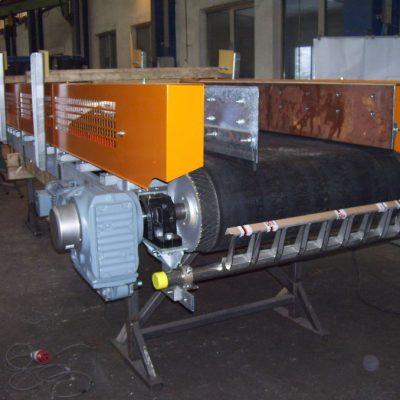 Förderband - U-Konstruktion mit Materialführung aus Hardox und Abstreifer (61)